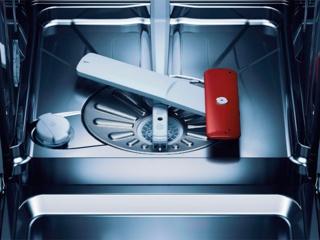 Что делать, если посудомоечная машина постоянно сливает воду