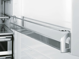 Полки из закаленного стекла в холодильниках Smeg