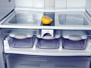 Полки с металлической окантовкой на дверце холодильников Smeg