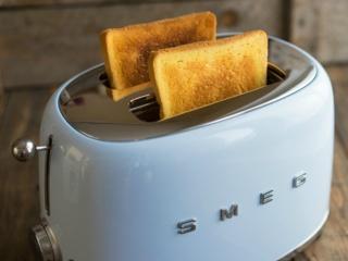 Автоматическая центровка ломтиков в тостерах Смег