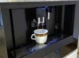Подача горячей воды для заварки чая в кофемашинах Smeg